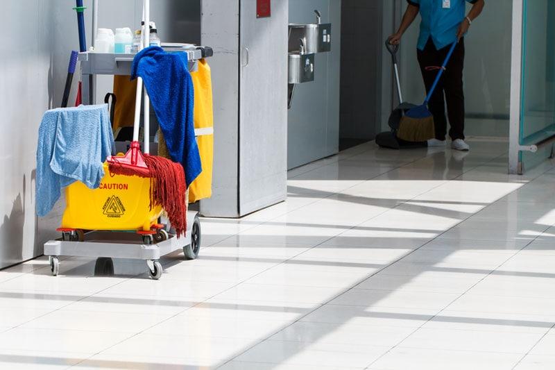contratar la limpieza para tu negocio